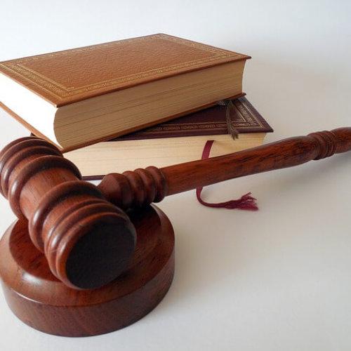 Artyści i fotografowie coraz częściej wchodzą na drogę sądową